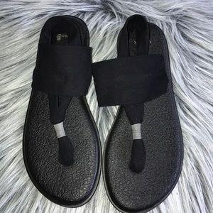 SANUK Yoga Slippers in Black
